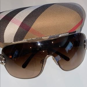Auth Burberry signature sunglasses with case brown